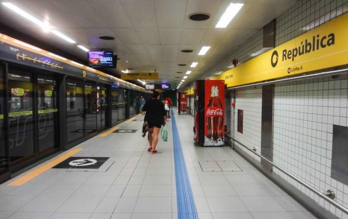Passageiros Estação República Linha 4-Amarela Taboão da Serra