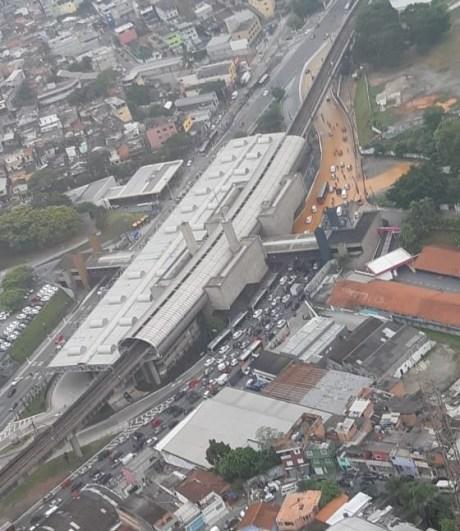 Trânsito na Avenida João Dias