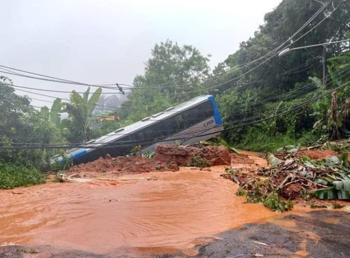 Ônibus arrastado Avenida Coronel Sezefredo Fagundes