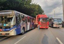 Carreta ônibus Rodovia Régis Bittencourt
