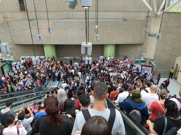Lotação na estação Vila Prudente