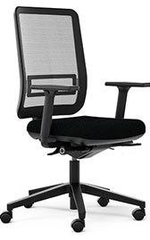 OSCAR Une assise belle et ergonomique avec des réglages intuitifs pour s'adapter à la morphologie de toute la famille. Roulettes sol souple.