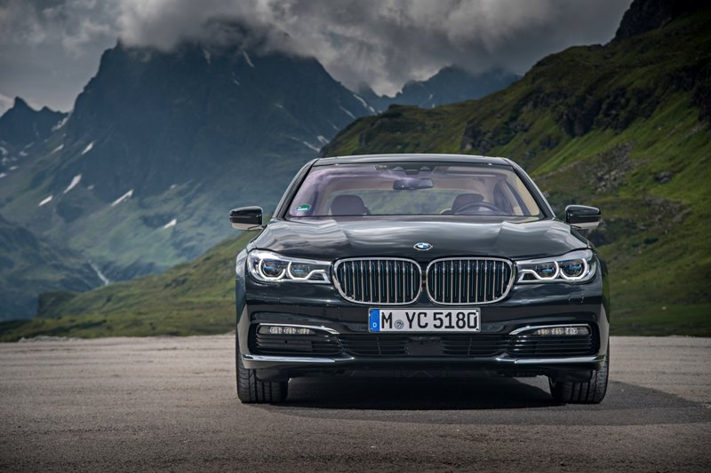 BMW 740e iPerformance (ibrida plug-in)