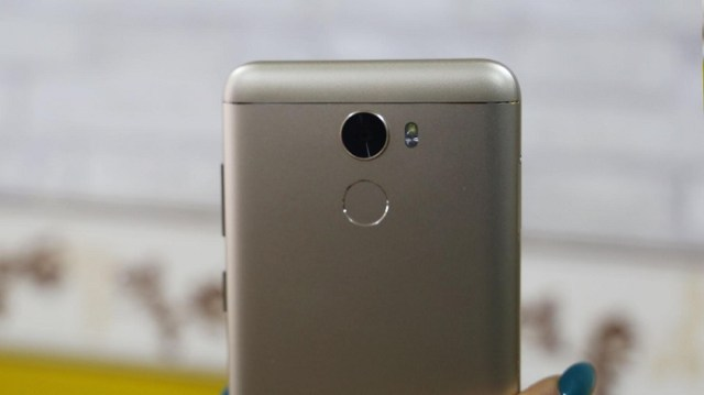 Gionee A1 Lite unboxing back
