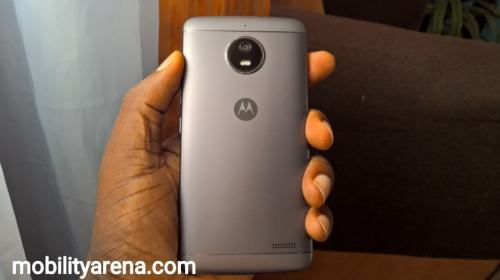 moto e4 review back in hand