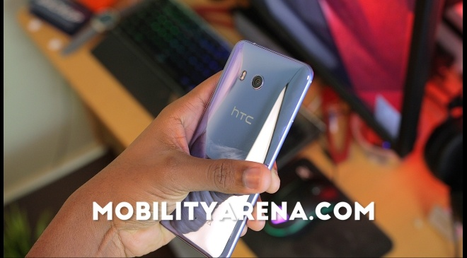 HTC U11 Review glass back