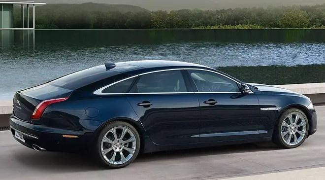 Jaguar XJR575 side