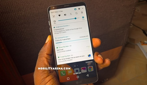 LG G6 in hand