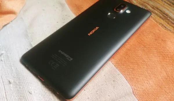 Nokia 7 Plus Unboxing face down