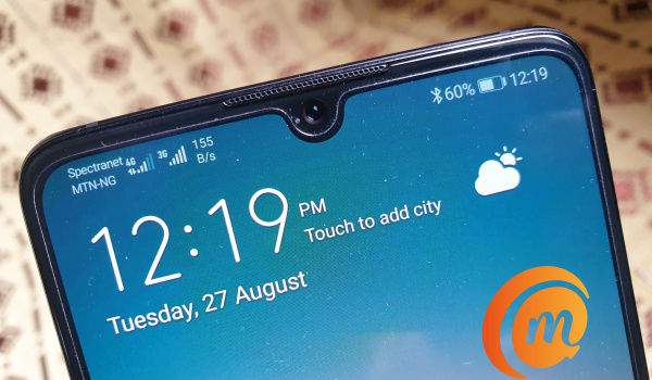 Huawei P30 review - waterdrop notch display