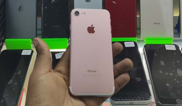 Apple iPhone 7 pink back