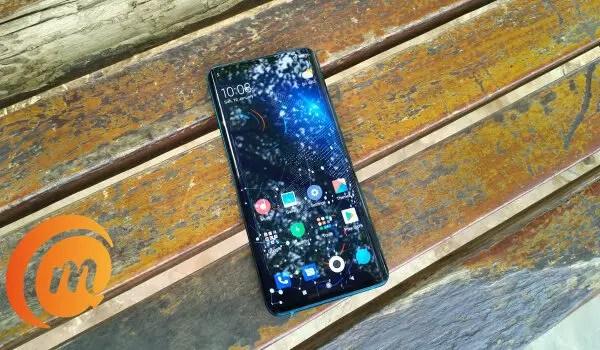 Xiaomi Mi Note 10 Pro on wooden bench