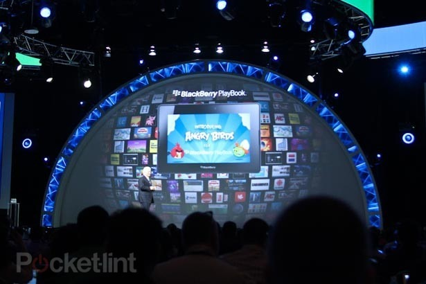 angry-birds-for-blackberry-playbook-0