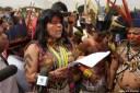 Sonia Guajajara, da diretoria da APIB, durante atividade da Mobilização Nacional Indígena no STF, em 27/5. Crédito: Kamikia Kisedje