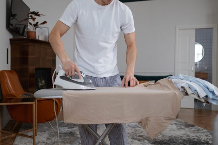 jak przygotować ubrania do sprzedaży wskazówki