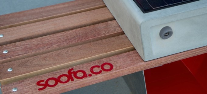 Soofa - inteligentny mebel miejski z ładowarką urządzeń mobilnych