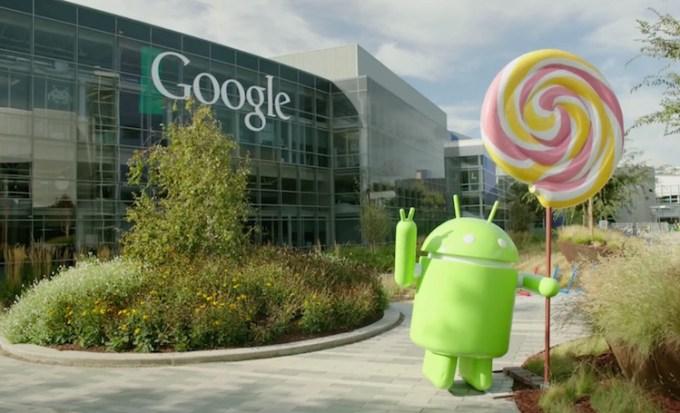 Android Lollipop figura przed kampusem Google'a