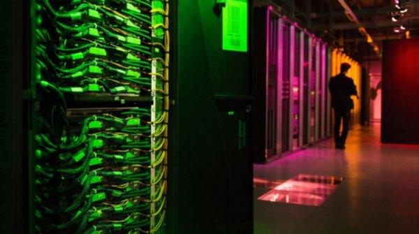 Biokomputer o rozmiarze książki i zasilany białkiem