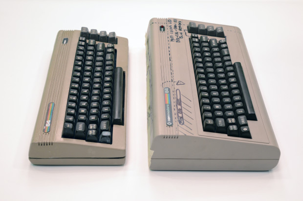 Porównanie nowego THE 64 i starego Commodore 64.