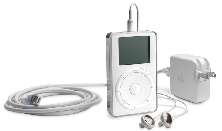 Pierwszy oryginalny iPod firmy Apple z 2001 roku (z ładowarką i słuchawkami)