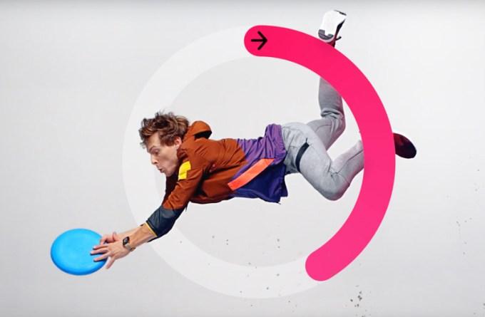 Reklama Apple Watch Series 2 - frisbee