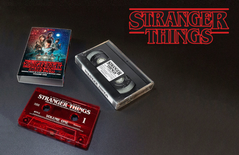 "Kaseta w stylu retro z muzyka z serialu ""Stranger Things"""