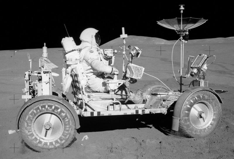 Apollo 15 - David Scott na Lunar Rover 2 na Księżycu
