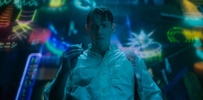 "Kadr z serialu ""Altered Carbon"""