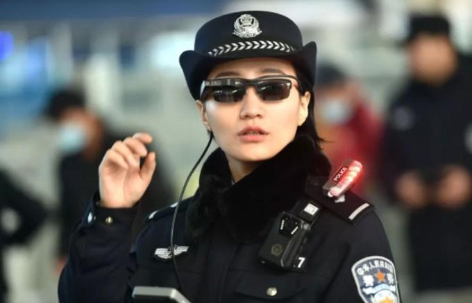 Chińska policja używa okularów z funkcją rozpoznawania twarzy