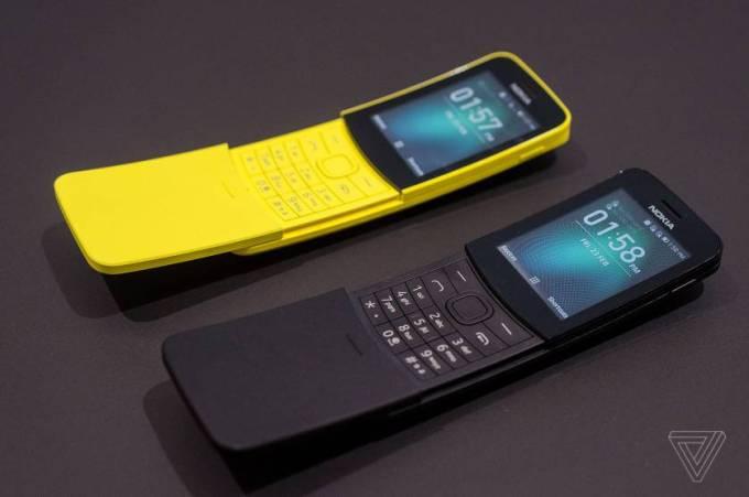 Zdjęcie telefonów Nokia 8110 4G (źródło The Verge)