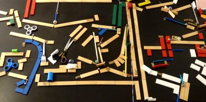 Maszyna Rube Goldberga - The Blue Marble (Kaplamino)