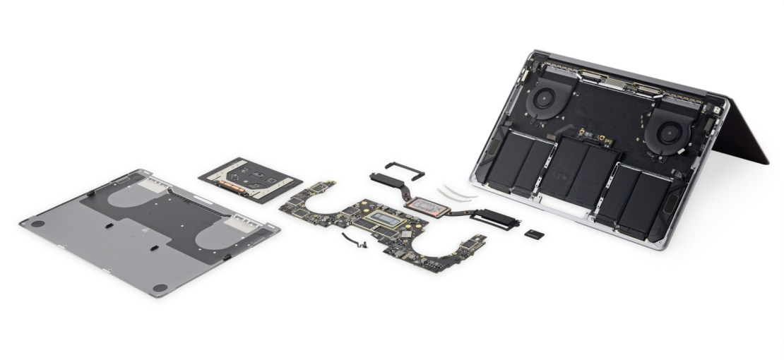 MacBook Pro 2018 rozebrany na części