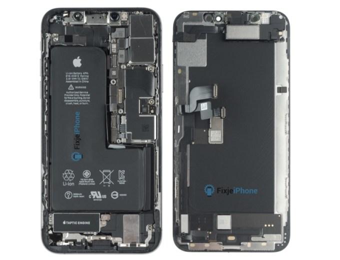 iPhone XS w środku (fot. FixjeiPhone)