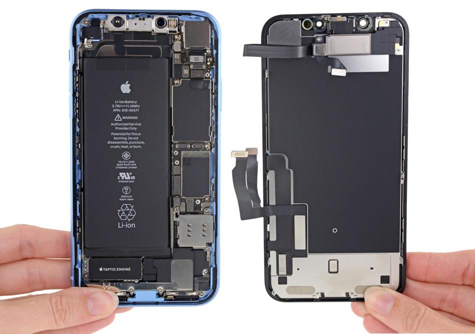 iPhone XR w środku