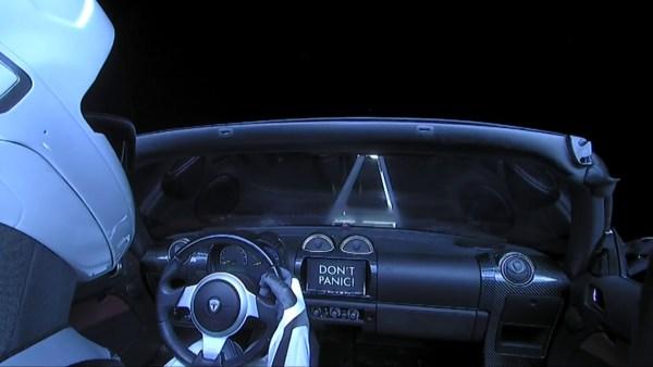 Starman w Tesli Roadster od SpaceX minął Marsa!