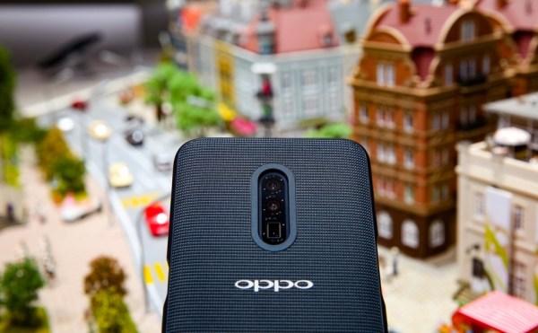 5G i moduł aparatu z 10-krotnym bezstratnym zoomem w smartfonie OPPO