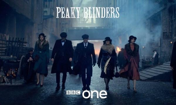 """Oto zwiastun 5. sezonu """"Peaky Blinders"""" – oślepiające kaszkiety powracają!"""