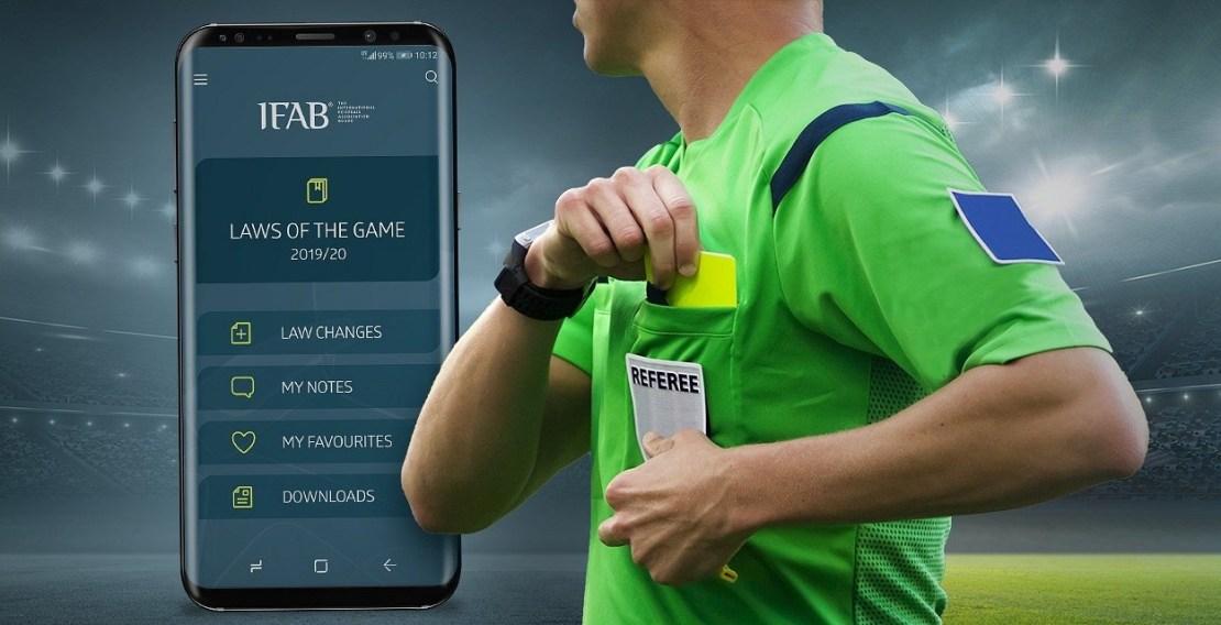 Aplikacja z przepisami gry w piłkę nożną: Laws of the Game od the IFAB