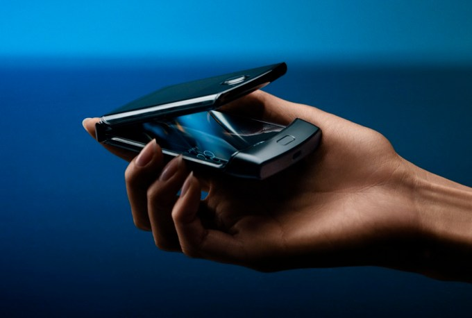 Motorola razr (2019) - smartfon z klapką