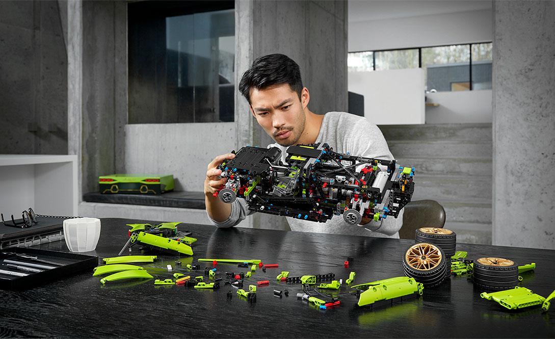 Skala klocków LEGO® Technic™ Lamborghini Sián FKP 37 z przodu
