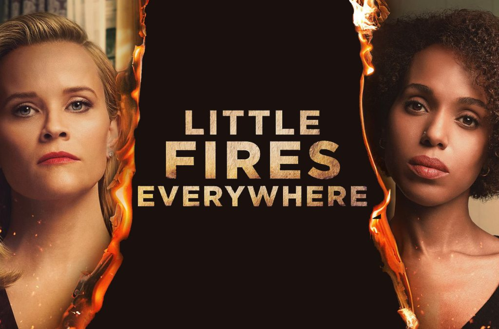 "Serial ""Little Fires Everywhere"" (2020) od lewej: Reese Witherspoon (Elena) i Kerry Washington (Mia)"