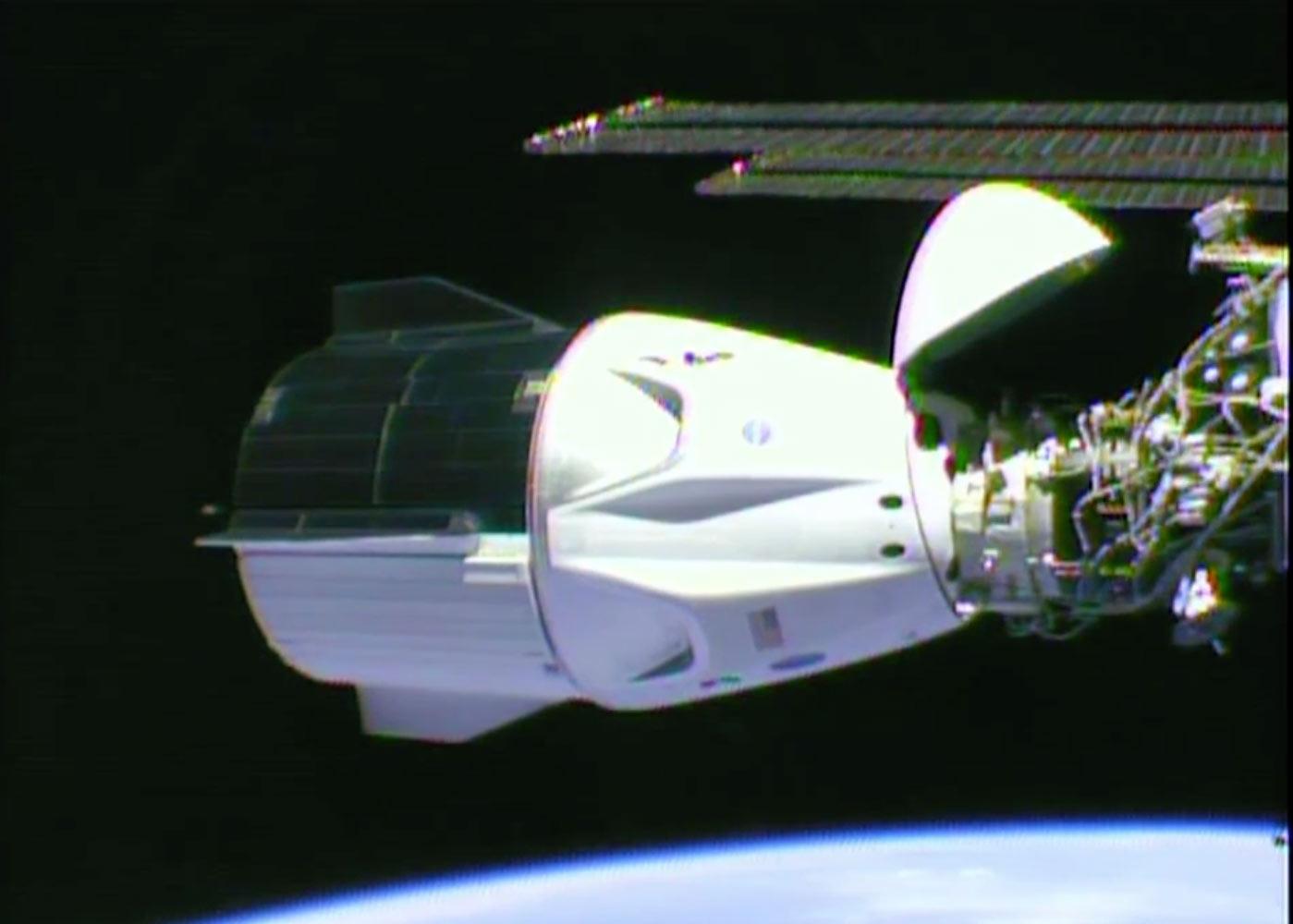SpaceX Dragon Crew doczepiony do ISS