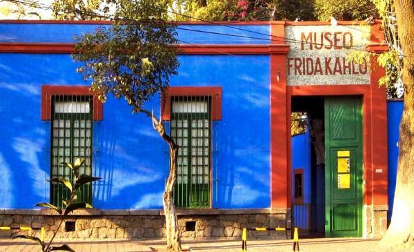 Wirtualna wycieczka po Błękitnym Domu Fridy Kahlo