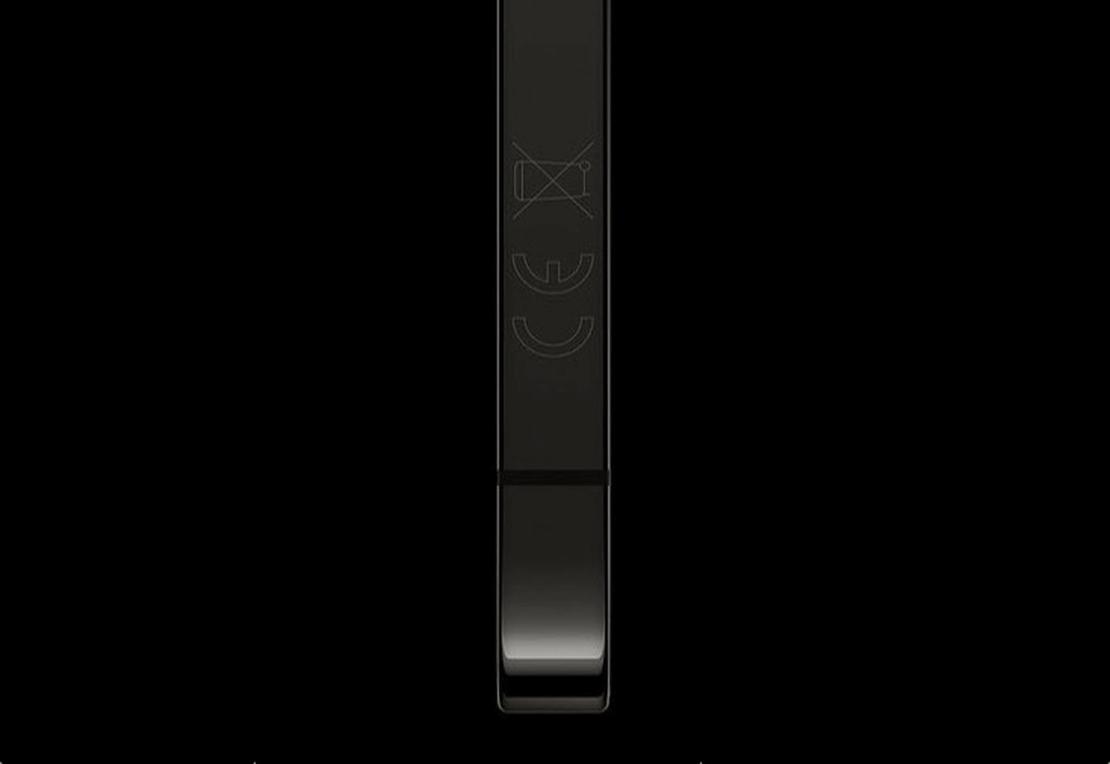 Oznaczenie CE na iPhonie 12 umieszczone  na bocznej krawędzi urządzenia