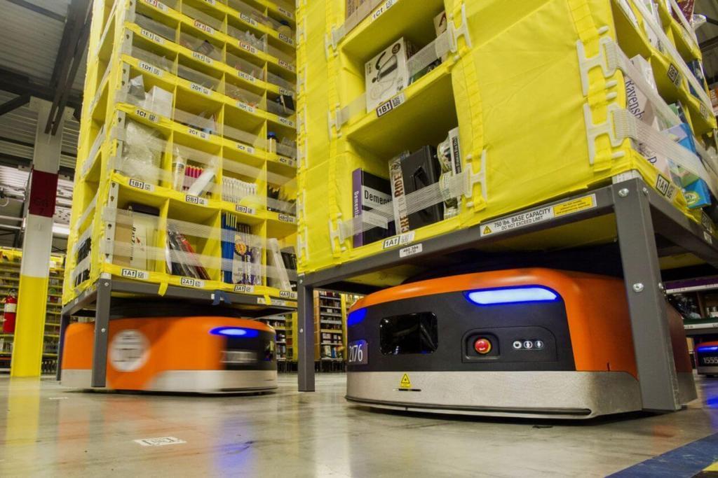 Roboty przemysłowe w magazynach Amazonu