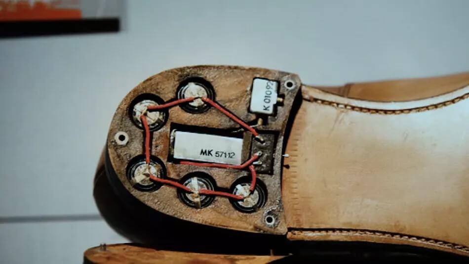 Skrytka szpiegowska w podeszwie buta