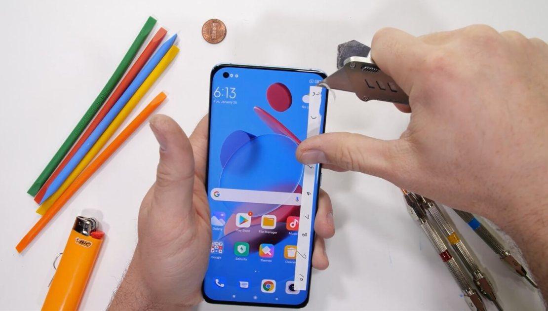 Testy wytrzymałości smartfona Xiaomi Mi 11