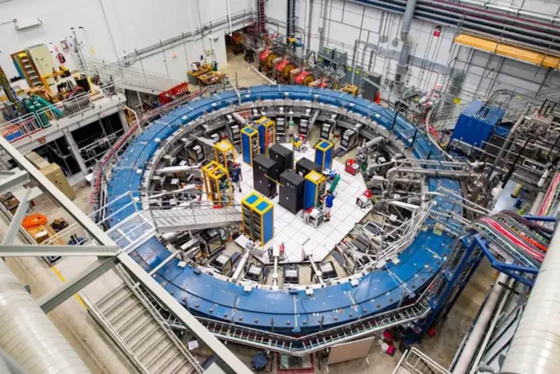 Nadprzewodzący pierścień magnetyczny w Fermilab