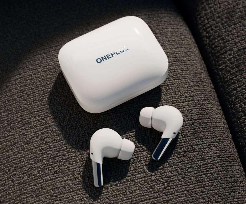 Słuchawki douszne i etui OnePlus Buds Pro (białe)