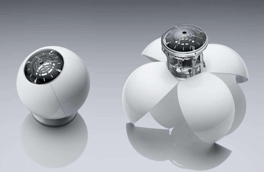 Złożony i rozłożony zegar ORB od MB&F w kolorze białym